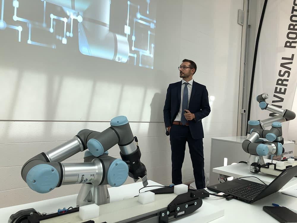 universal robots UR16e training center torino indutstriagomma